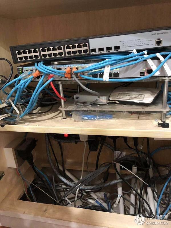 有点乱啊,6类线至各点,预留光纤