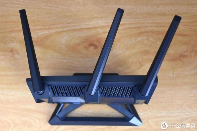 设置简单方便,集酷炫实用于一身,华硕 ROG 电竞路由器