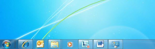 如何使用安装了 Windows® 7 操作系统的电脑连接到 ASUSWRT Download Master,并访问连接在无线路由器上的 USB 闪存盘?